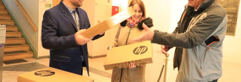Uczniowie dostaną komputery ze specjalistycznym oprogramowaniem