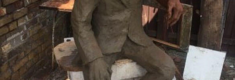 Pamiętacie Alfa Kowalskiego? Będziecie mogli zrobić sobie zdjęcie na ławeczce przy jego rzeźbie!